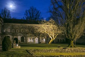 Abbaye by night
